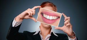Read more about the article How does teeth whitening cause sensitivity and how to deal with it?